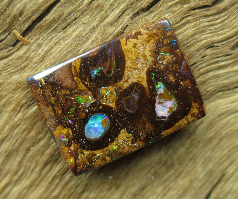 11cts, BOULDER PIPE OPAL~PATTERN STONE.