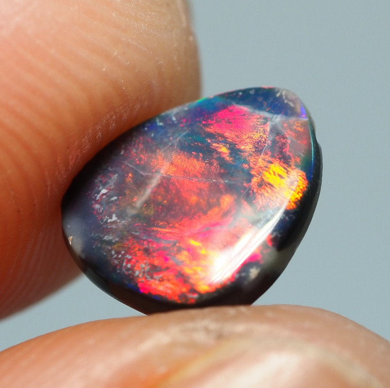 0.70CT BLACK OPAL  LIGHTNING RIDGE RE827