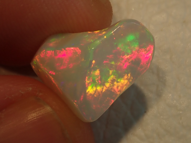 7.04ct Extremely Bright Carved Welo Solid Opal