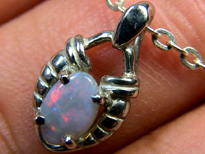 RED FLASH BLACK OPAL 18K WHITE GOLD PENDANT .30 CT SCA620