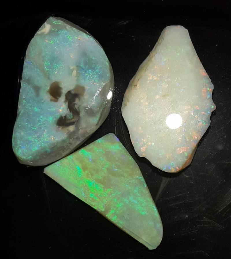 26 CTs Mintabie Opal Rub Parcel