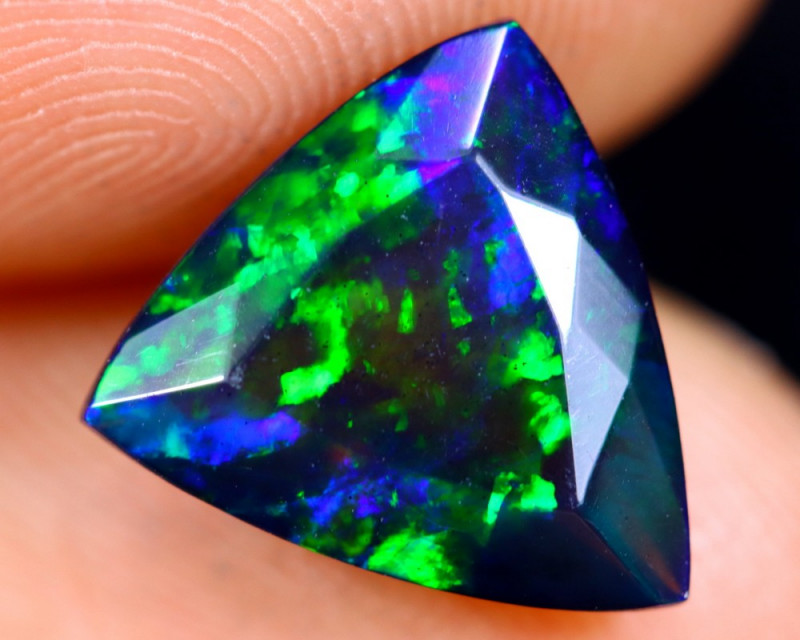 2.24cts Natural Ethiopian Faceted Smoked Welo Opal / HM1345
