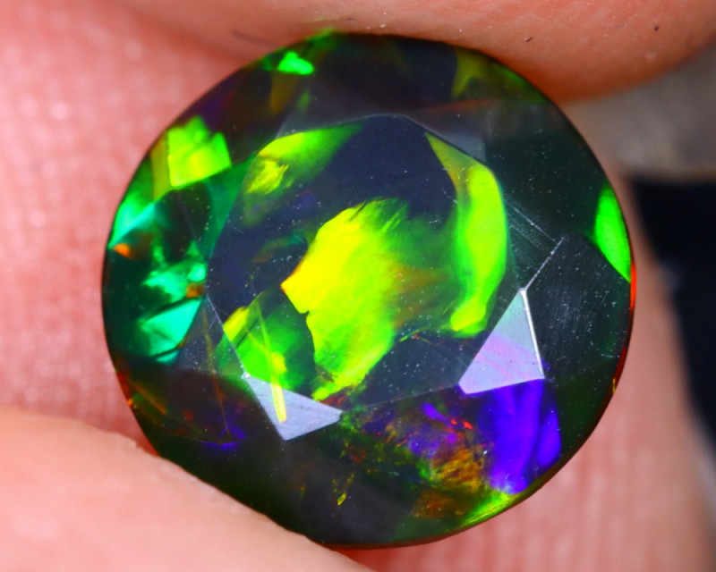 1.02cts Natural Ethiopian Welo Faceted Smoked Opal / HM2085